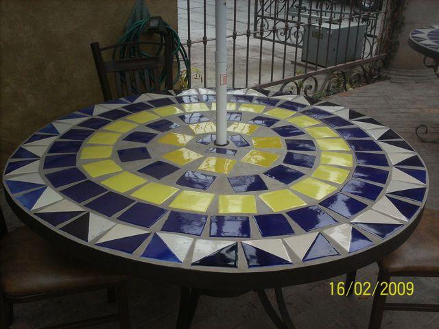 mesa de hiero con azulejo talavera
